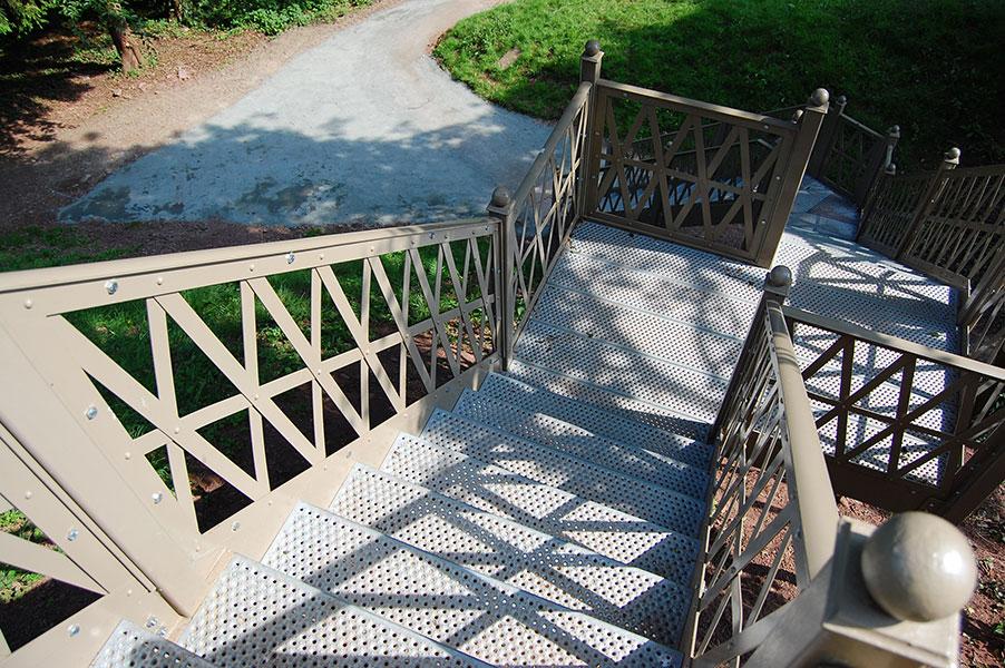 Slip resistant decking streetdeck 40 pre retrogrip anti for Garden decking non slip